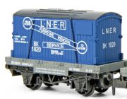 NR-23  Peco Conflat with container, LNER, N scale